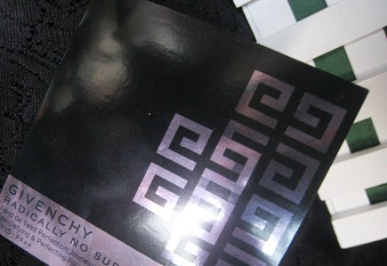 givenchy纪梵希logo-囧囧 对纪梵希滋养修护粉底液SPF15 PA 的评价 粉底一定一定要用这款图片