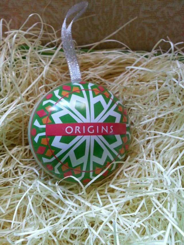 这次收到的是悦木之源欢乐圣诞彩球好漂亮,我的是绿色混合红白色的